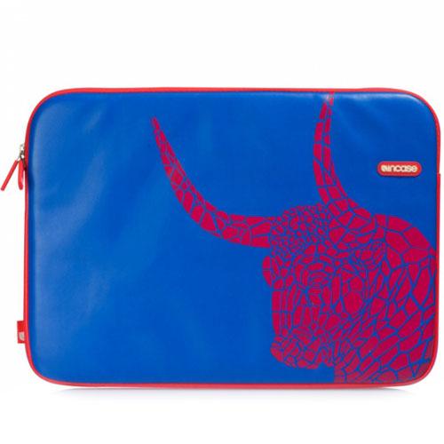 Чехол Incase Andy Warhol Barcelona для MacBook Pro 15 синийЧехлы для MacBook Pro 15 Old (до 2012г)<br>Incase Andy Warhol Barcelona обеспечит полную защиту Вашему MacBook!<br><br>Цвет товара: Синий<br>Материал: Кожа, текстиль