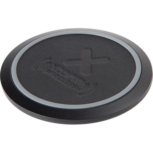 Беспроводное зарядное устройство Xtorm Wireless Fast Charging Pad (QI) Freedom чёрноеСетевые зарядки<br>Элегантная док-станция Xtorm мощностью в 10 Ватт быстро и без помех способна заряжать ваши устройства с поддержкой технологии Qi.<br><br>Цвет товара: Чёрный<br>Материал: Пластик, эко-кожа, силикон