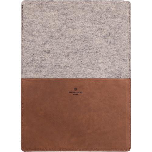 Кожаный чехол Stoneguard для MacBook Pro 13 Retina коричневый Rust Ash (541)Чехлы для MacBook Pro 13 Retina<br>Кожаный чехол Stoneguard Moscow для MacBook Retina 13 model: 541 - Rust / Ash<br><br>Цвет товара: Коричневый<br>Материал: Натуральная кожа, фетр
