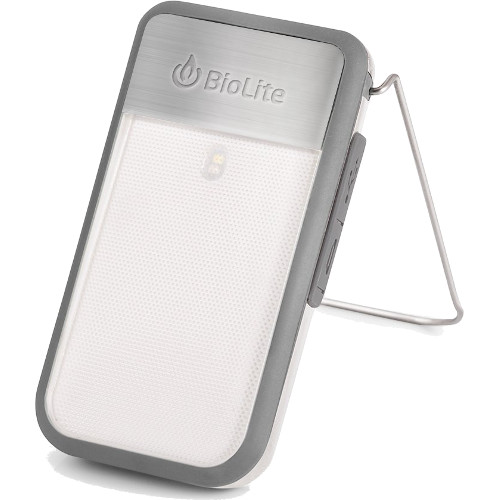 Фонарь BioLite PowerLight Mini с аккумулятором серыйПоходные приборы от BioLite<br>Фонарь BioLite PowerLight Mini с аккумулятором серый<br><br>Цвет товара: Серый<br>Материал: Металл, пластик