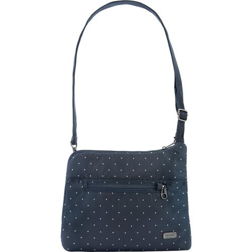 Сумка PacSafe Daysafe Anti-theft Slim Crossbody Bag (Navy Polka Dot) синяя в горошекСумки и аксессуары для путешествий<br>Тонкая и спортивная кросс-боди сумка PacSafe, объемом 4,5 литра позволяет вам держать самые необходимые вещи организованно и всегда под рукой.<br><br>Цвет товара: Синий<br>Материал: 200D полиэстер Dobby, полиуретан (600 мм); подкладка: 75D полиэстер Herringbone Dobby, полиуретан (1000 мм), нержавеющая сталь