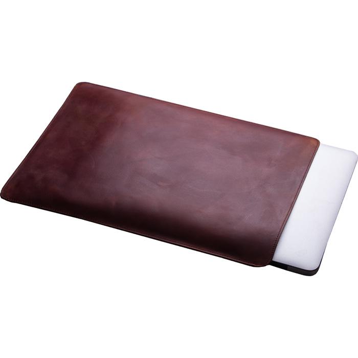 Кожаный чехол With Love. Moscow Classic для MacBook Pro 13 (2016) Vintage Brandy тёмно-коричневыйЧехлы для MacBook Pro 13 Retina<br>Качественные швы и лучшие материалы дают гарантию, что аксессуар прослужит вам, как минимум столько же, сколько и сам MacBook.<br><br>Цвет товара: Коричневый<br>Материал: Натуральная кожа