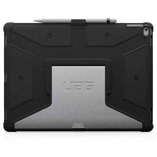 Чехол UAG Composite Case для iPad Pro 12.9 чёрный/серебристыйЧехлы для iPad Pro 12.9<br>UAG Composite Case без руда защитит планшет от ударов и падений.<br><br>Цвет товара: Чёрный<br>Материал: Поликарбонат, полиуретан