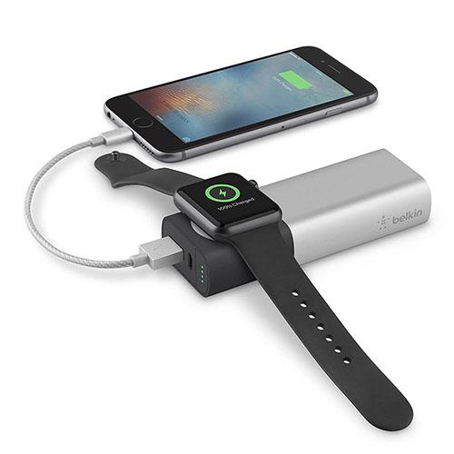 Внешний аккумулятор Belkin Valet Charger Power Pack 6700 мАч для Apple Watch + iPhone серебристыйВнешние аккумуляторы<br>Belkin Valet Charger Power Pack - зарядное устройство, которое не даст гаджетам разрядится!<br><br>Цвет товара: Серебристый