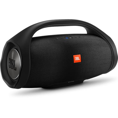 Портативная беспроводная акустическая система JBL Boombox чёрнаяКолонки и акустика<br>JBL Boombox позволяет наслаждаться невероятным звуком наравне со взрывными басами весь день напролет без дополнительной подзарядки.<br><br>Цвет товара: Чёрный<br>Материал: Пластик, текстиль