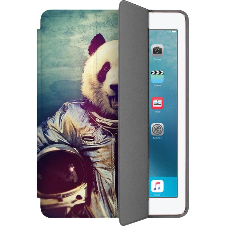 Чехол Muse Smart Case для iPad Pro (10.5) Панда космонавтЧехлы для iPad Pro 10.5<br>Чехлы Muse Smart Case — это индивидуальность, насыщенность красок, оригинальные принты и надёжная защита от повреждений.<br><br>Цвет товара: Разноцветный<br>Материал: Поликарбонат, полиуретановая кожа