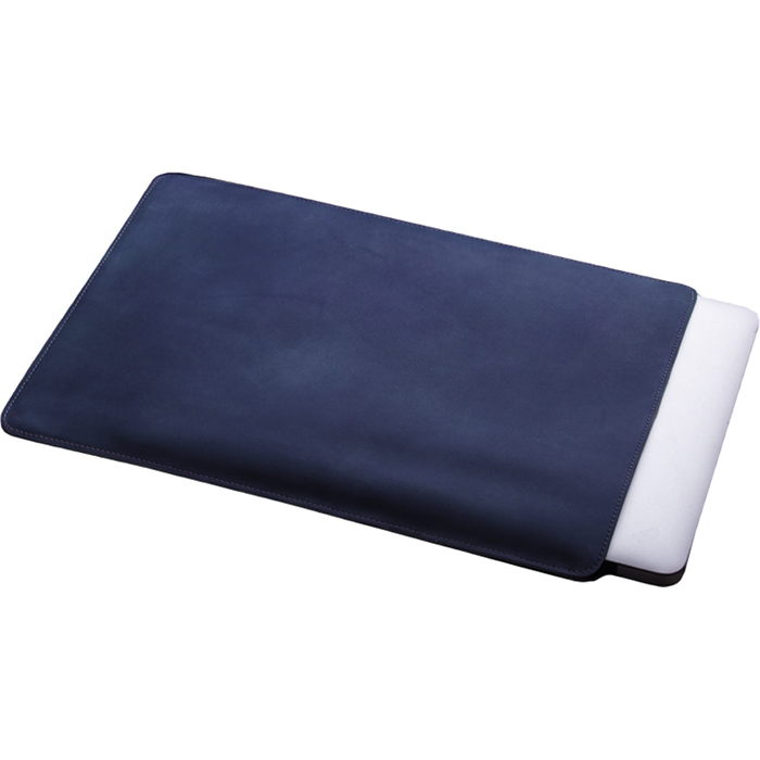 Кожаный чехол With Love. Moscow Classic для MacBook Pro 13 (2016) Dark blue синийЧехлы для MacBook Pro 13 Retina<br>Качественные швы и лучшие материалы дают гарантию, что аксессуар прослужит вам, как минимум столько же, сколько и сам MacBook.<br><br>Цвет товара: Синий<br>Материал: Натуральная кожа