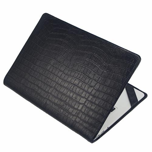 Чехол-обложка Alexander для MacBook Air 13 кроко черныйЧехлы для MacBook Air 13<br>Элегантный и надежный — вот как можно охарактеризовать чехол-обложку от Alexander.<br><br>Цвет товара: Чёрный<br>Материал: Натуральная кожа