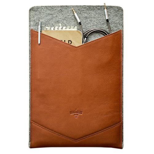 Чехол Handwers Welt для MacBook Air 11 коричневый со светлымЧехлы для MacBook Air 11<br>Чехол Handwers Welt для MacBook Air 11 Светло-коричневый<br><br>Цвет товара: Коричневый<br>Материал: Натуральная кожа, фетр
