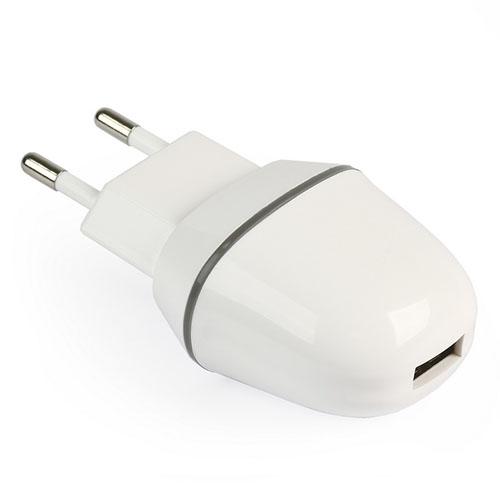 Сетевое зарядное устройство SmartBuy NOVA MKIII белоеСетевые зарядки<br>SmartBuy NOVA MKIII - компактное универсальное зарядное устройство с портом USB.<br><br>Цвет товара: Белый<br>Материал: Пластик