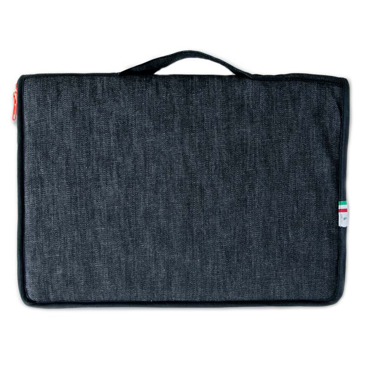 Сумка Vaveliero для Macbook Pro 13 чёрная/оранжеваяСумки для ноутбуков<br>Сумка Vaveliero для Macbook Pro 13 изготовлена в Италии из высококачественных материалов.<br><br>Цвет товара: Чёрный<br>Материал: Ткань, пластик