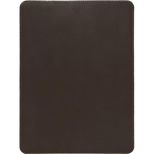 Кожаный чехол With Love. Moscow Classic для MacBook Pro 13 (2016) тёмный шоколадЧехлы для MacBook Pro 13 Retina<br>Чехол With Love. Moscow Classic удивительно приятен и рукам и глазу, вы убедитесь в этом, как только оденете его на свой MacBook.<br><br>Цвет товара: Коричневый<br>Материал: Натуральная кожа