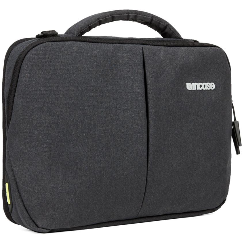 Сумка Incase Reform Brief Tensaerlite для MacBook 13 чёрная (CL60653)Сумки для ноутбуков<br>Во время прогулок по городу, деловых встреч или встреч с друзьями, командировок и даже буднечных поездок в офис вы обязательно оцените комф...<br><br>Цвет: Чёрный<br>Материал: Eco-dyed 300D poly Ecoya