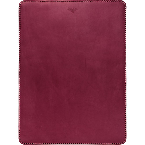 Кожаный чехол With Love. Moscow Classic для MacBook Pro 13 (2016) Red Wine красныйЧехлы для MacBook Pro 13 Retina<br>Чехол With Love. Moscow Classic удивительно приятен и рукам, и глазу. Вы убедитесь в этом, как только наденете его на свой MacBook.<br><br>Цвет товара: Красный<br>Материал: Материал чехла: натуральная кожа Crazy Horse (Италия); Материал подкладки: Натуральная замша (ОАЭ)
