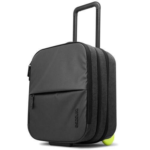 Дорожная сумка Incase Travel EO Rolling Brief чёрнаяСумки для ноутбуков<br>Incase Travel EO Rolling Brief - это дорожная сумка для ноутбуков, планшетов и всевозможных аксессуаров к ним.<br><br>Цвет товара: Чёрный