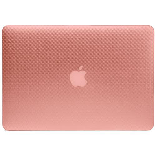 Чехол Incase Hardshell Case для MacBook Pro 15 Retina светло-розовыйЧехлы для MacBook Pro 15 Retina<br>Защитите и персонализируйте свой MacBook с помощью чехла Incase Hardshell Case. Это ультратонкая, лёгкая, полупрозрачная защита для вашего любимого лэптопа.<br><br>Цвет товара: Розовый<br>Материал: Поликарбонат