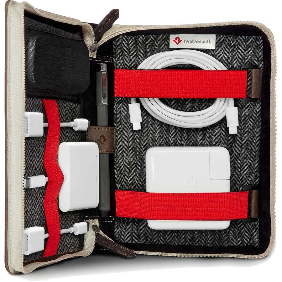 Папка-органайзер Twelve South Bookbook CaddySack для аксессуаров тёмно-коричневаяСумки для ноутбуков<br>Папка-органайзер Twelve South Bookbook CaddySack станет превосходным компаньоном к вашему MacBook как дома, так и в путешествии.<br><br>Цвет товара: Коричневый<br>Материал: Натуральная кожа, микрофибра, текстиль