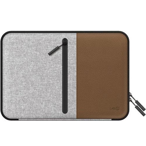 Чехол LAB.C Pocket Sleeve для MacBook Pro 15 / MacBook Pro 15 Retina / MacBook Pro 15 Touch Bar коричневыйЧехлы для MacBook Pro 15 Old (до 2012г)<br>LAB.C Pocket Sleeve - стильный и удобный чехол для MacBook Pro 15!<br><br>Цвет товара: Коричневый<br>Материал: Текстиль, эко-кожа