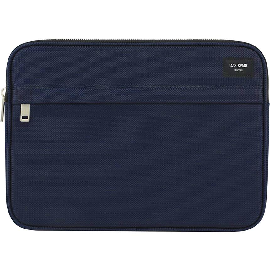 Чехол Jack Spade Universal Sleeve для MacBook 15 тёмно-синийMacBook Pro<br>Jack Spade Universal Sleeve из прочного нейлона — лаконичный и элегантный чехол для вашего любимого лэптопа!<br><br>Цвет: Синий<br>Материал: Нейлон, микрофибра