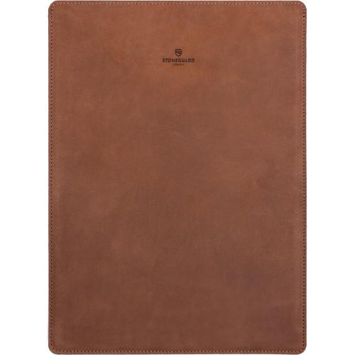 Кожаный чехол Stoneguard для MacBook Pro 15 Touch Bar коричневый Rust (511)Чехлы для MacBook Pro 15 Touch Bar<br>Чехол Stoneguard — это абсолютный минимализм! Тонкий дизайн чехла позволит вам без труда спрятать ноутбук в чехле в сумку или рюкзак.<br><br>Цвет товара: Коричневый<br>Материал: Натуральная кожа, фетр