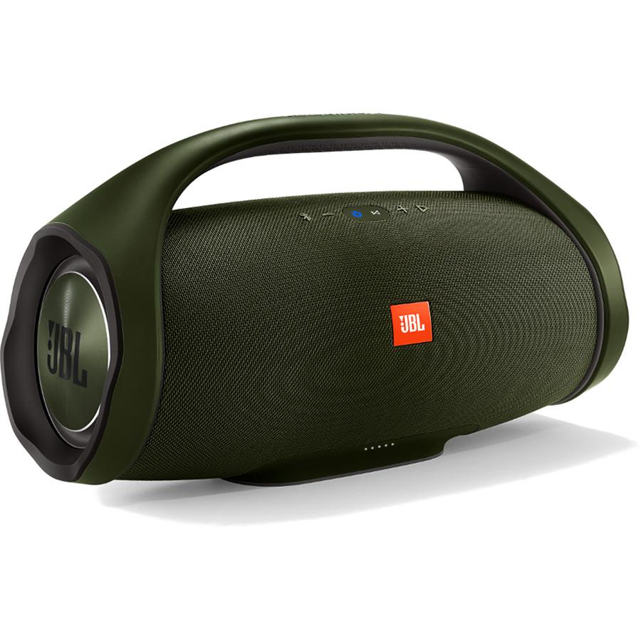 Акустическая система JBL Boombox зелёнаяКолонки и акустика<br>JBL Boombox позволяет наслаждаться невероятным звуком наравне со взрывными басами весь день напролет без дополнительной подзарядки.<br><br>Цвет товара: Зелёный<br>Материал: Пластик, текстиль