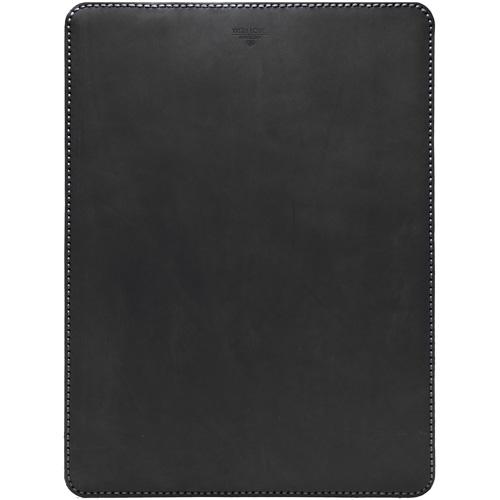 Кожаный чехол With Love. Moscow Classic для MacBook Pro 15 (2016) чёрныйЧехлы для MacBook Pro 15 Old<br>Чехол With Love. Moscow Classic удивительно приятен и рукам и глазу, вы убедитесь в этом, как только оденете его на свой MacBook.<br><br>Цвет товара: Чёрный<br>Материал: Материал чехла: натуральная кожа Crazy Horse (Италия); Материал подкладки: Натуральная замша (ОАЭ)