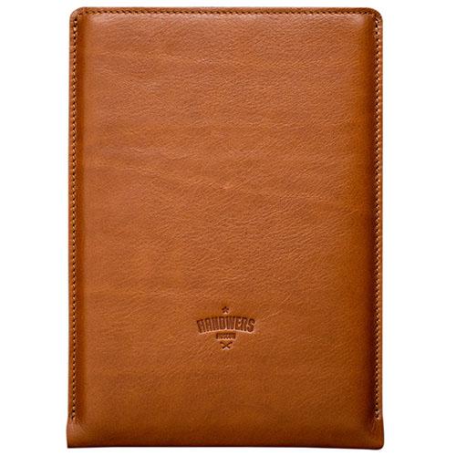 Чехол Handwers Hike для iPad Pro 12.9 коричневыйЧехлы для iPad Pro 12.9<br>Чехол Handwers Hike для iPad Pro 12.9 Коричневый<br><br>Цвет товара: Коричневый<br>Материал: Натуральная кожа, войлок