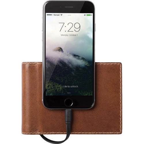 Кошелёк-аккумулятор Nomad Leather Charging Wallet Bi-Fold (2400 мАч) коричневыйДополнительные и внешние аккумуляторы<br>Кошелек с доп аккум 2400mAh Nomad Leather Charging Wallet Bi-fold коричневый<br><br>Цвет товара: Коричневый<br>Материал: Натуральная кожа, алюминий, поликарбонат