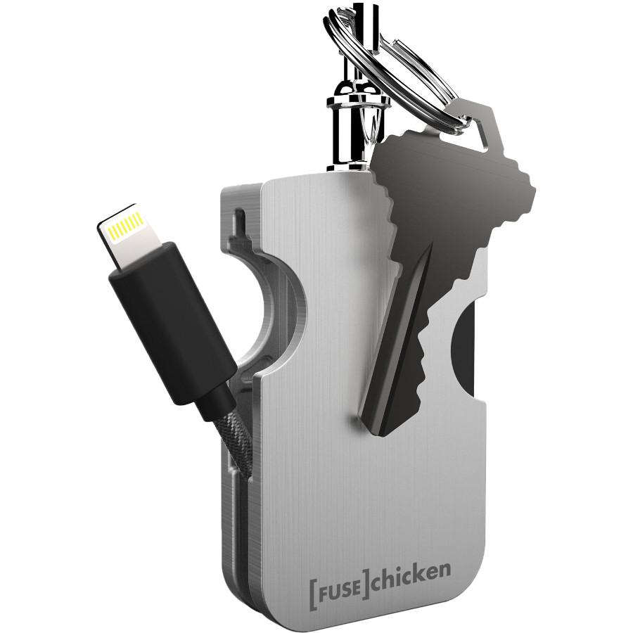 Кабель-брелок Fuse Chicken Armour Travel MFi LightningКабели Lightning<br>Компактный кабель-брелок позволит вам практически в любом месте подзарядить свой Айфон.<br><br>Цвет товара: Серебристый<br>Материал: Нержавеющая сталь, алюминий, пластик
