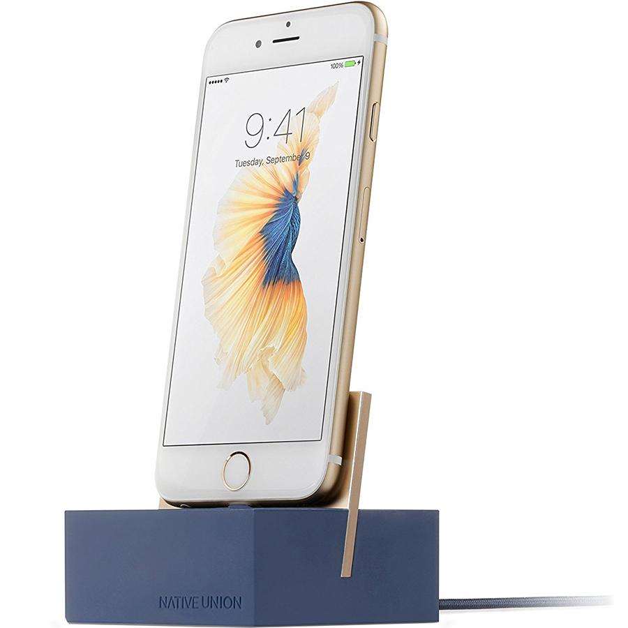 Док-станция Native Union Dock+ Lightning синяяДокстанции/подставки<br>Элегантная и функциональная док-станция для гаджетов от Apple с разъёмом Lightning.<br><br>Цвет: Синий<br>Материал: Алюминий, пластик, силикон