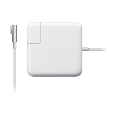 Зарядное устройство Apple MagSafe 85W Power Adapter для MacBook Pro 15 и MacBook Pro 17Зарядки для Mac<br>Сетевая зарядка MAGSAFE 85W (MC556Z/B)<br><br>Цвет товара: Белый<br>Материал: Пластик, металл