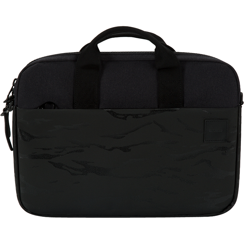 Сумка Incase Compass для MacBook 13 чёрный камуфляжСумки для ноутбуков<br>Incase Compass станет верным спутником активного, делового человека, и надежно защитит Macbook от повреждений.<br><br>Цвет товара: Чёрный<br>Материал: Полиэстер