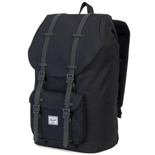 Рюкзак Herschel Little America Backpack чёрныйРюкзаки<br>Рюкзак Herschel Little America Backpack - настоящий бестселлер!<br><br>Цвет товара: Чёрный<br>Материал: Полиэстер, эко-кожа